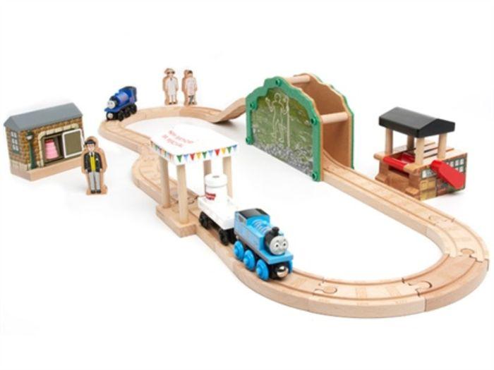 top kids 39 train sets 2016 best toy trains reviews list a listly list. Black Bedroom Furniture Sets. Home Design Ideas