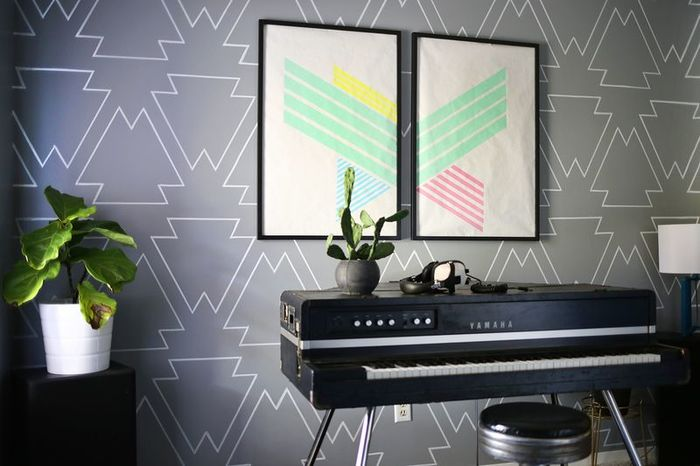 Diy home decor 10 tip and techniques to paint your dull for Statement wall decor