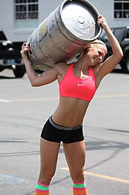 Little Crossfit chick with a huge barrel