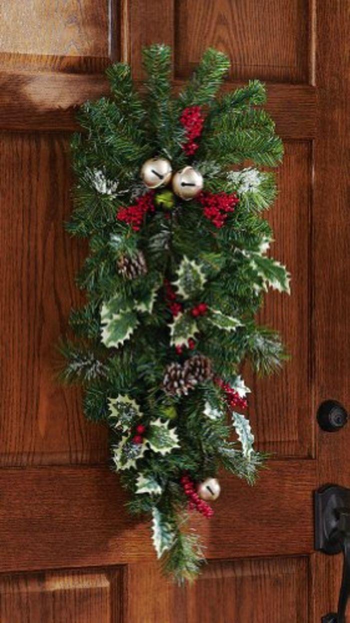 Best christmas door decorating ideas a listly list for Door decoration xmas