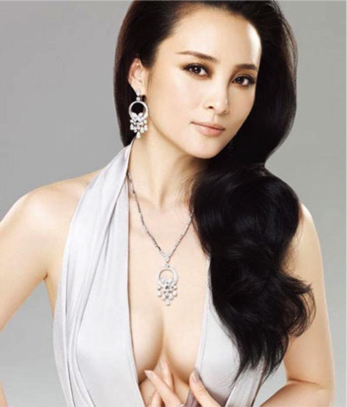 15 Hot Photos of Chinese Actress Zhu Zhu, Spicy Bikini