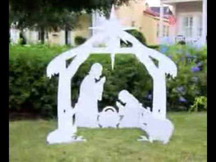 Nativity yard decorations a listly list for Decoration fenetre creche