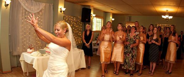 Top 10 Wedding Bouquet Toss Songs : Top best wedding bouquet toss songs a listly list