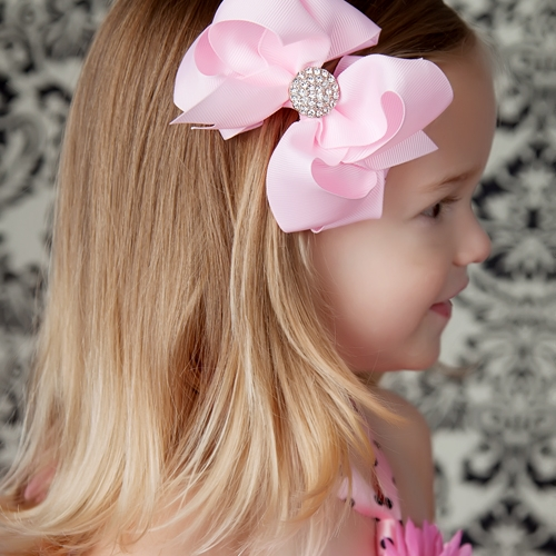 If you know how to make hair bows for little girls, you'll be able to create a whole wardrobe of hair accessories for your favorite little whomeverf.cfg completes the look for a girly-girl like ribbons for her hair. There's just something about tying off a pony tail with a long, dangling bow or topping off her top-knot with a jumble of lace and grosgrain that makes a little girl feel like a.