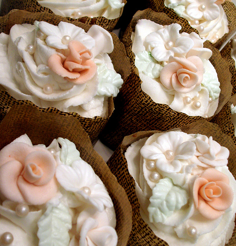 Cupcake Decorating Ideas for a Bridal Shower