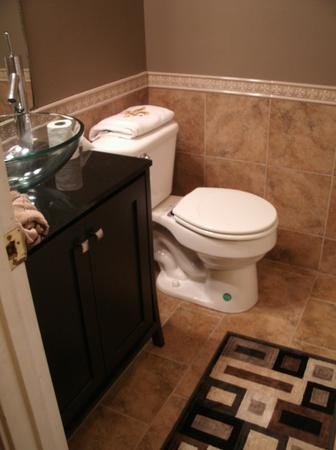 Fleur de lis bathroom decor a listly list for Bathroom decor list