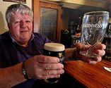 'It just doesn't feel feckin right' - New glass design doesn't shape up for Guinness drinkers - Independent.ie