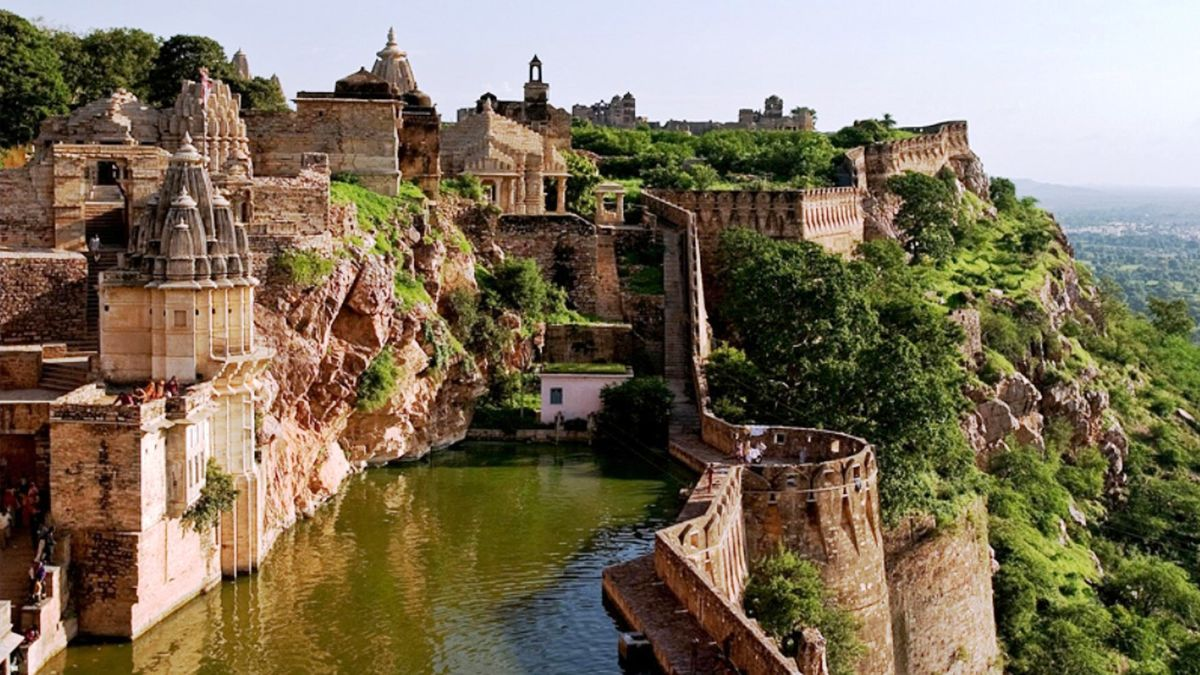 Headline for 10 places to see in Chittorgarh