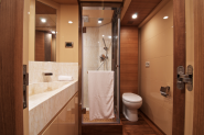 A modern or renovated bathroom