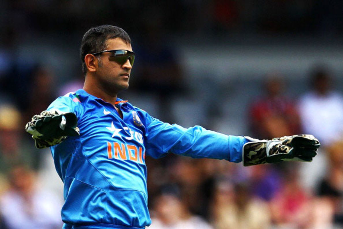 Headline for 10 best quotes on MS Dhoni's captaincy by Cricketing Legends