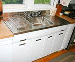 Eye-Catching Look of the Vintage Kitchen Sink with Drainboard