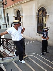 There are over 400 gondoliers in the city.