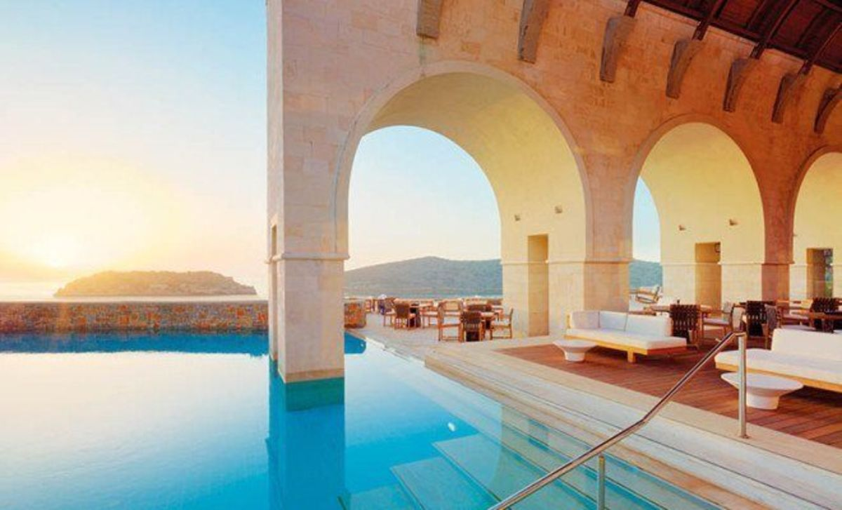 Headline for Top 10 hotel pools