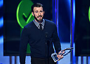 Chris Evans Gives Betty White His Arm at People's Choice Awards