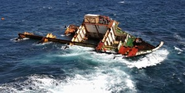 Rena Salvage Divers Tackle Reef-Damaged Ship Off New Zealand Coast