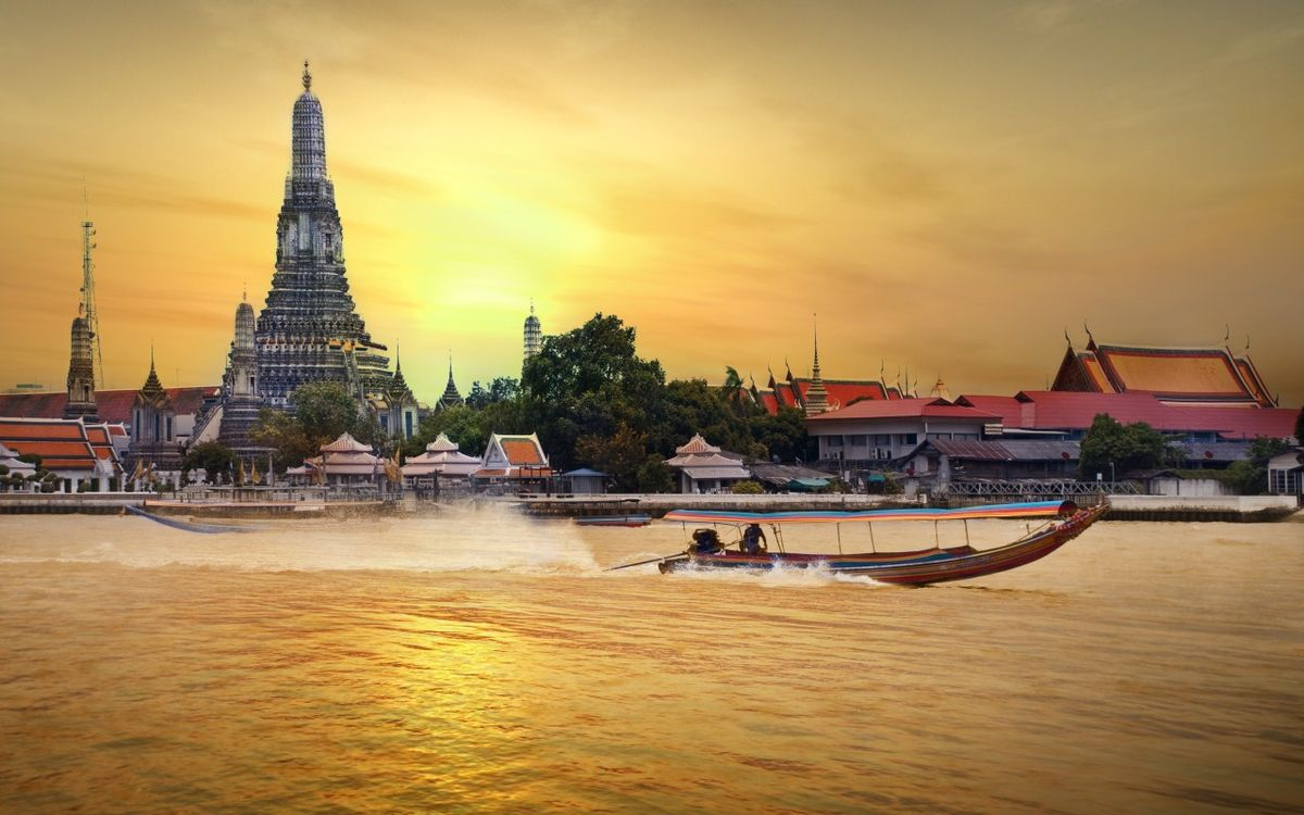 Headline for Outdoor Attractions in Bangkok – Experiencing the Bustling Side of Bangkok