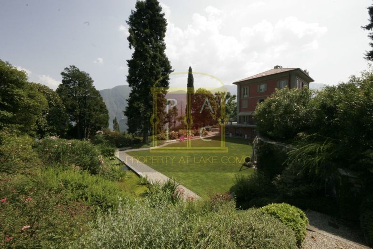 Headline for 10 Blog You must read about Lake Como Lifestyle