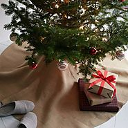 Burlap Christmas Tree Skirts - Christmas Decorating Fun