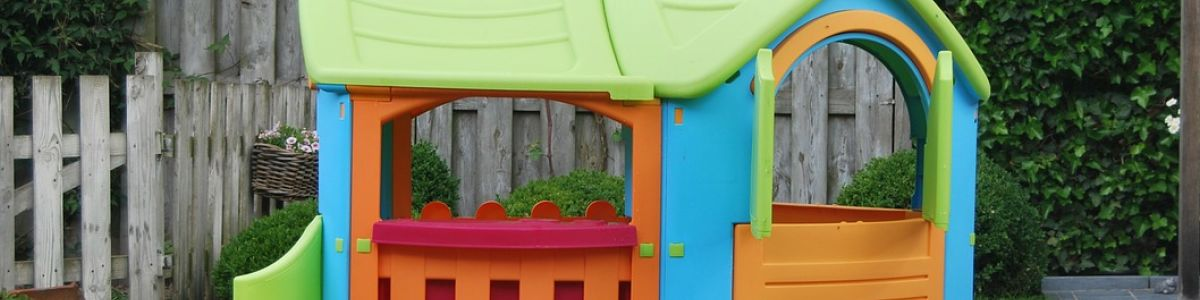 Headline for Best Outdoor Playhouses 2017 - Picked by Kids