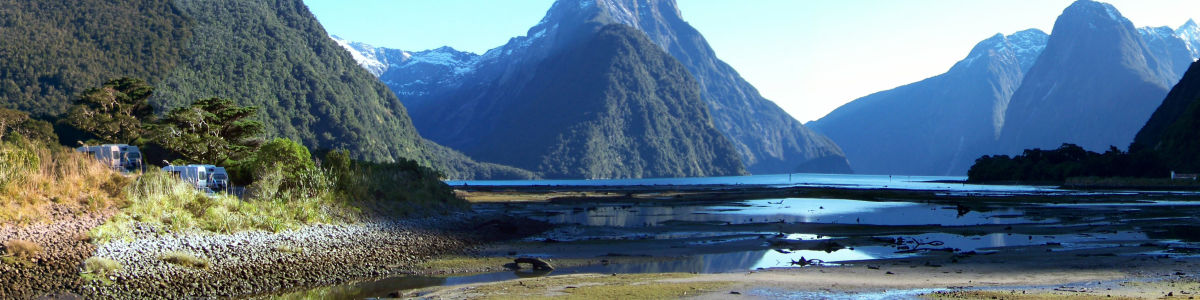 Headline for Must do Things While You Holiday in New Zealand – Land of the Kiwis