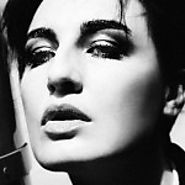 Erin O'Connor – The Elegant One