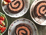CHOCOLATE-STRAWBERRY ROLL CAKE
