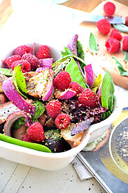 Sweet n' Spicy Raspberry Salad with Honey Vinaigrette