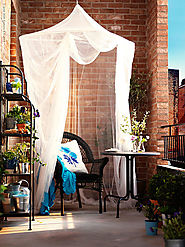 #4 Throw in a canopy for a floaty, relaxing reading spot