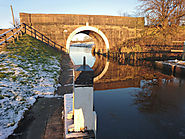 WALKING | A Snowy Winter Canal Walk in Wheelton, Lancashire