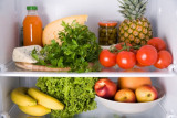 How to store food safely in the refrigerator.