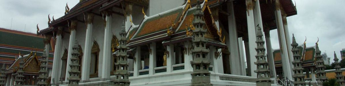 Headline for Things to See at Wat Suthat – Exploring a Royal Temple of the Highest Degree