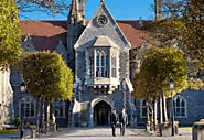 Know about the academic programme offered in the College of Brighton, East Sussex, UK