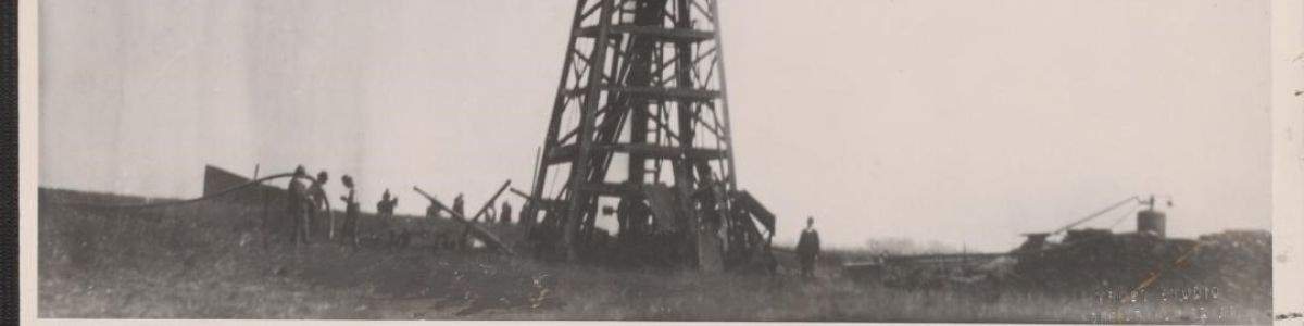Headline for OIL! The Lucas Gusher January 10 1901 Texas History 2182-3364-600
