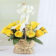 Buy Adorable Yellow Roses in a Basket Online - OyeGifts.com