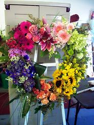 Adding Extravagance to Your Decoration with Flowers