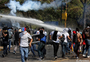 National Guard Tries To Disperse Student March With Tear Gas - Nacional Y Politica - El Universal