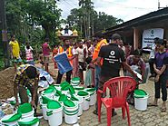 How does Oxfam respond during humanitarian disasters like floods?