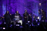 "Haim and Lorde sing ""Are You Strong Enough to be My Man"" by Sheryl Crow"