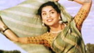 Ghunghat Nahin Kholungi song - Mother India - YouTube