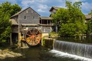Dollywood Brings Country Fun to Pigeon Forge, Tennessee